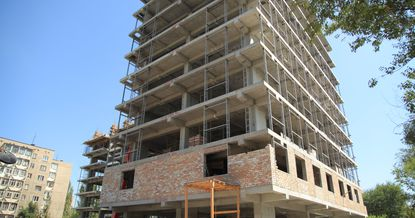 Строительство многоэтажки: с чего начинает застройщик?
