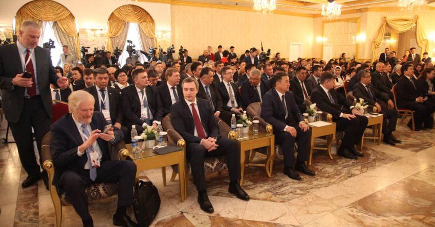 Обсуждали экономику и чуть не задавили друг друга. Как проходила кыргызско-российская конференция