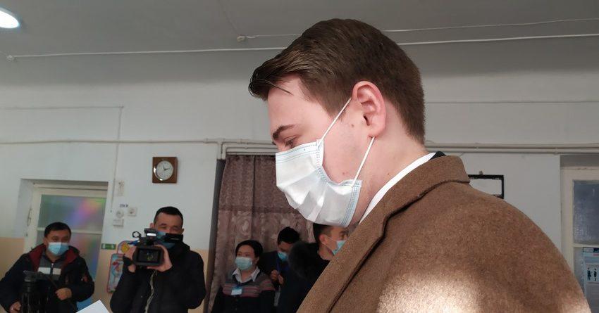 Артем Новиков проголосовал на выборах