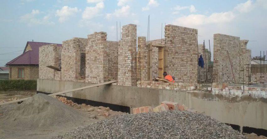 В «Ак-Орго» строят больницу стоимостью 7 млн сомов