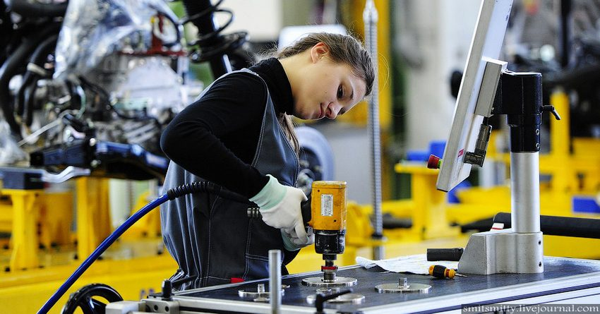 Турсунбеков: Лишь 1.3% внешнего финансирования в КР направляют на развитие промышленности