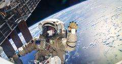 Космонавтам РФ установили зарплату свыше 500 тысяч рублей