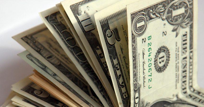 С начала года сом укрепился к доллару на 9.4%