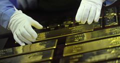 Зарубежные партнеры заинтересованы в создании золотовалютной биржи в КР