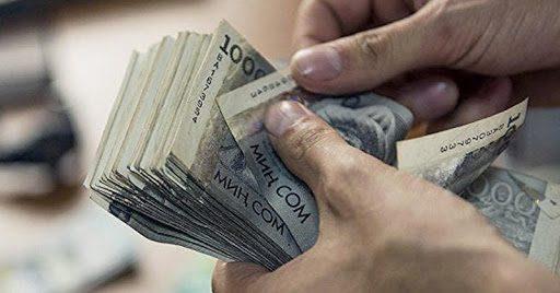 В КР среднемесячная зарплата в феврале снизилась на 2.9%