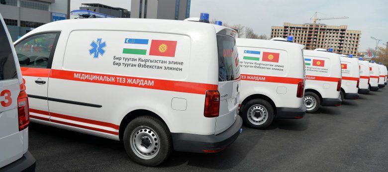 Узбекистан передал Кыргызстану 20 карет скорой помощи