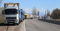 На кыргызско-казахской границе пресекли незаконный ввоз 47 тонн ткани