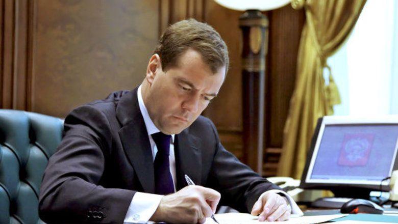 Медведев подписал постановление об отмене роуминга в России