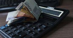 Жители Бишкека получают зарплату в среднем на 21% выше, чем в регионах
