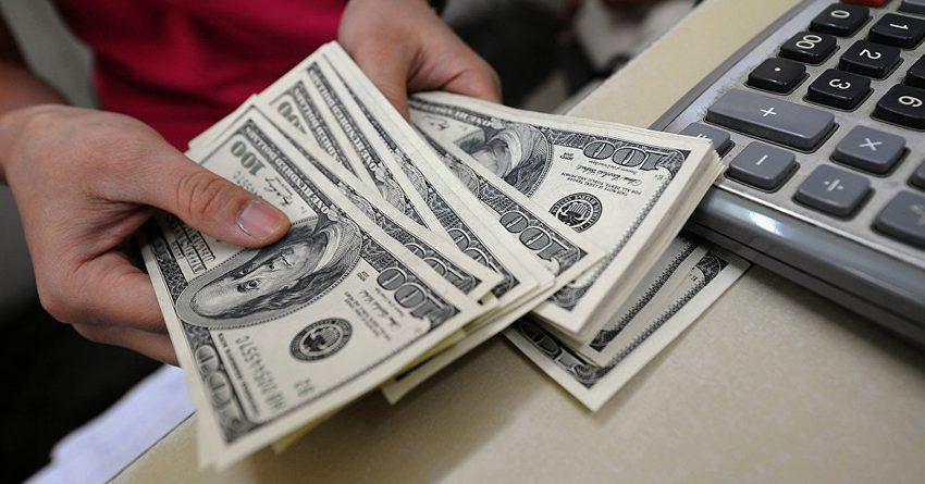За полгода кыргызстанцы отправили на родину более миллиарда долларов США