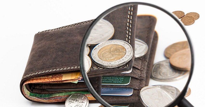 Средняя зарплата кыргызстанцев официально достигла почти 15 тыс. сомов