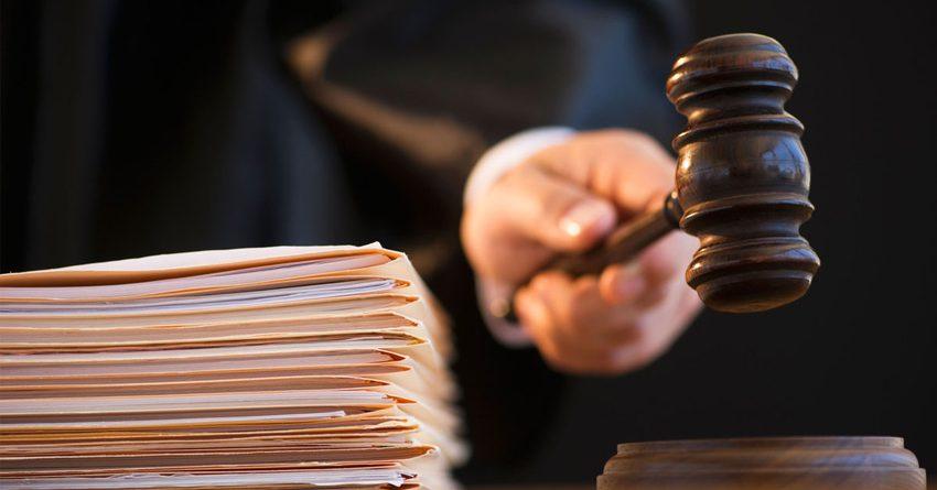 В КР судят чиновников, получивших откат в 12.5 млн сомов за возмещение НДС