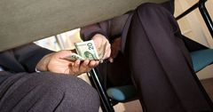 Совет обороны потребовал минимизировать коррупцию в госзакупках