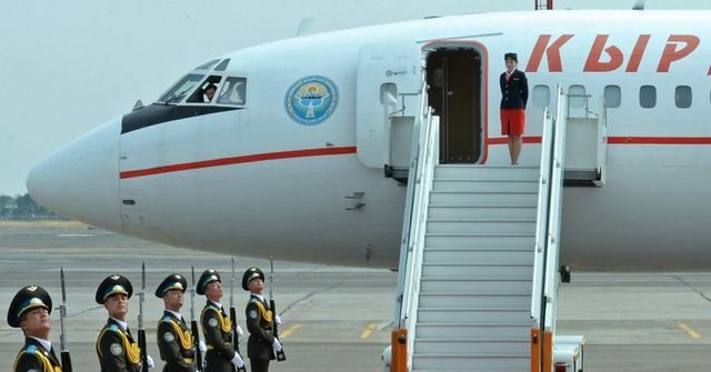 Жээнбеков взял в первый официальный визит 11 высокопоставленных лиц