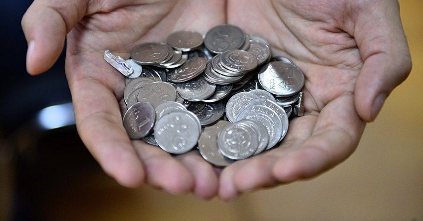 На 1 215 сомов выросла средняя зарплата кыргызстанцев в 2016 году