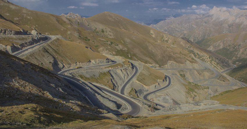 У Минтранса КР нет средств на ремонт дороги на перевале Талдык