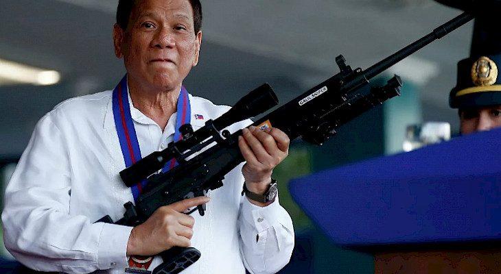 Филиппиндин Президенти пара талап кылган чиновникти атып салууга уруксат берди