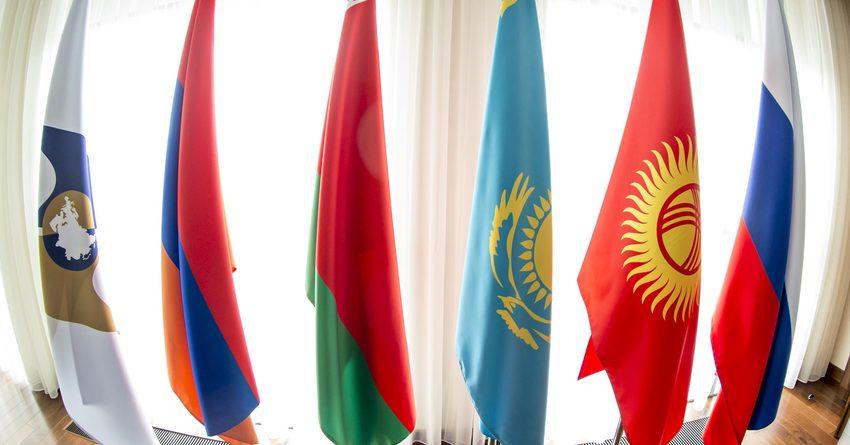 Объем торговли Кыргызстана в ЕАЭС сократился вполовину