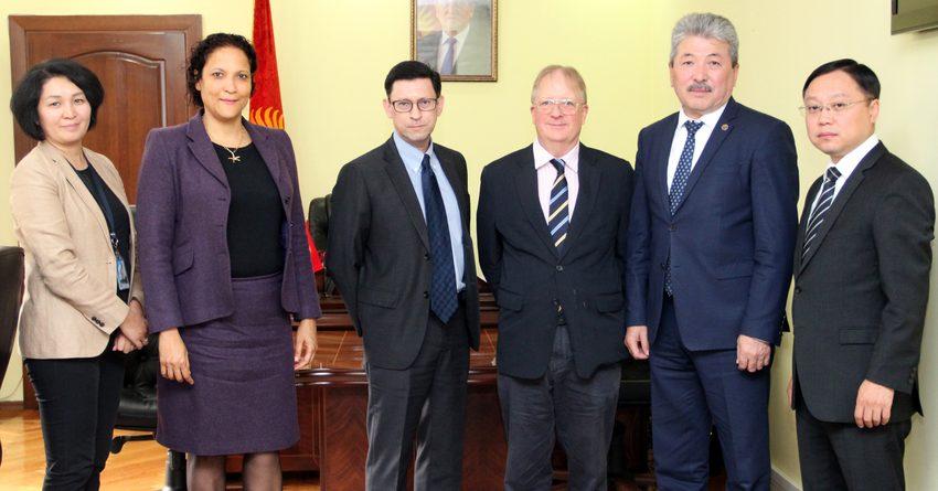 Министр финансов КР встретился с руководством Азиатского банка развития