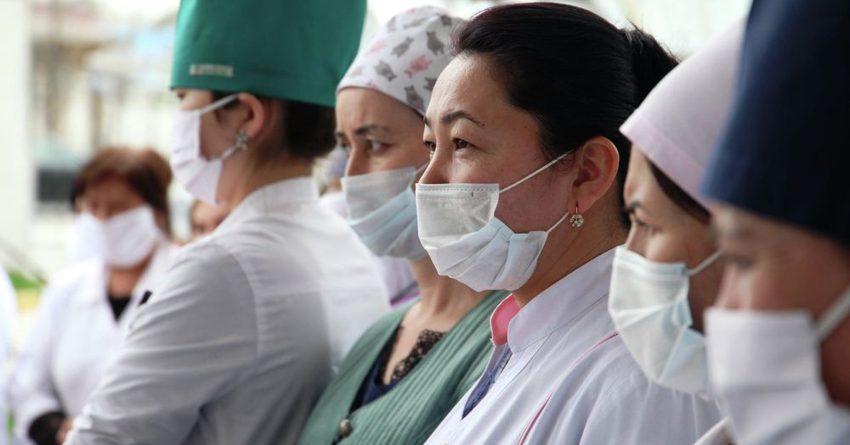 В КР на повышение заработной платы медикам выделено более 333 млн сомов