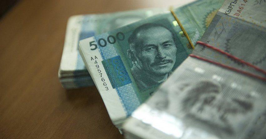 За год объем денег в обращении у кыргызстанцев вырос более чем на 16 млрд сомов