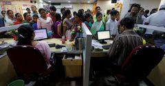 В Индии придумали стартап для «аренды» людей, чтобы не стоять в очереди в банк