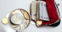 Россиянам предрекли еще 10-15 лет экономического спада