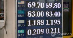 В Кыргызстане «заморозили» доллар. Куда деваться сому?
