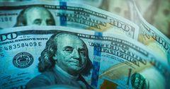 Россияне стали активнее покупать доллары и евро