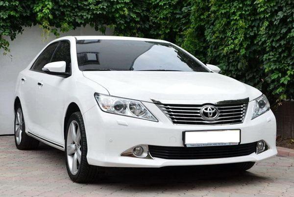 В Казахстане предпочитают белые автомобили