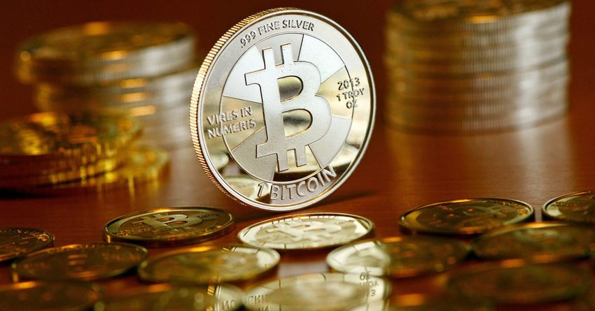 Bitcoin разделился надве валюты