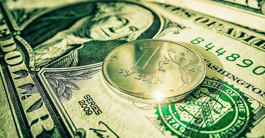 Высокие цены на нефть обеспечили поддержку рублю в начале года - аналитик