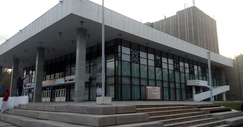 На ремонт театров выделят 198 млн сомов