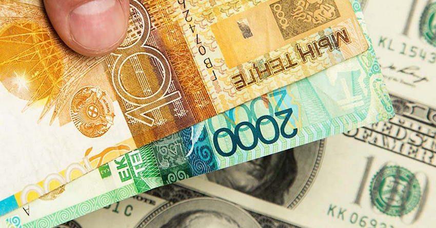 В Казахстане покупка доллара сократилась за год почти на 40%