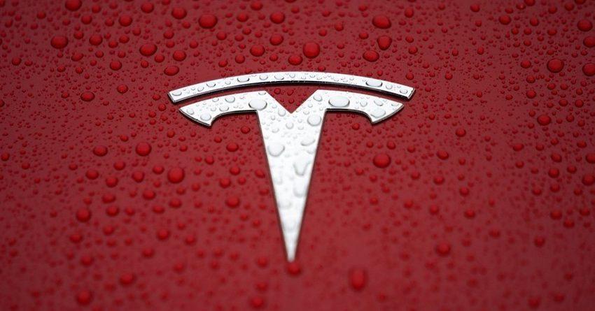 Tesla придется отозвать 158 тысяч автомобилей