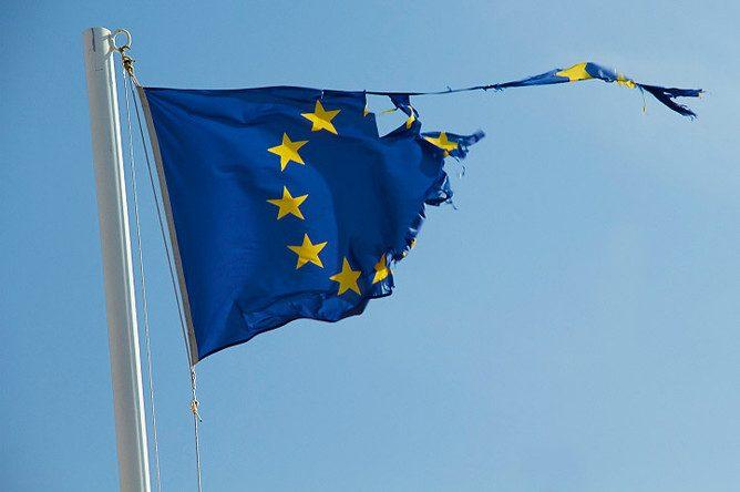 Европа погрязла в долгах – Bloomberg