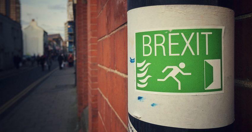 Из-за Brexit в британском бюджете появится дыра размером 100 млрд фунтов