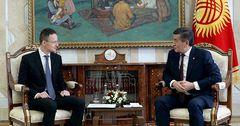 Жээнбеков Венгриянын тышкы иштер жана соода министри Петер Сийярто менен жолукту