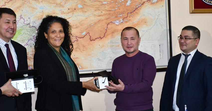 АБР предоставил «Кыргызгидромету» 50 датчиков качества воздуха