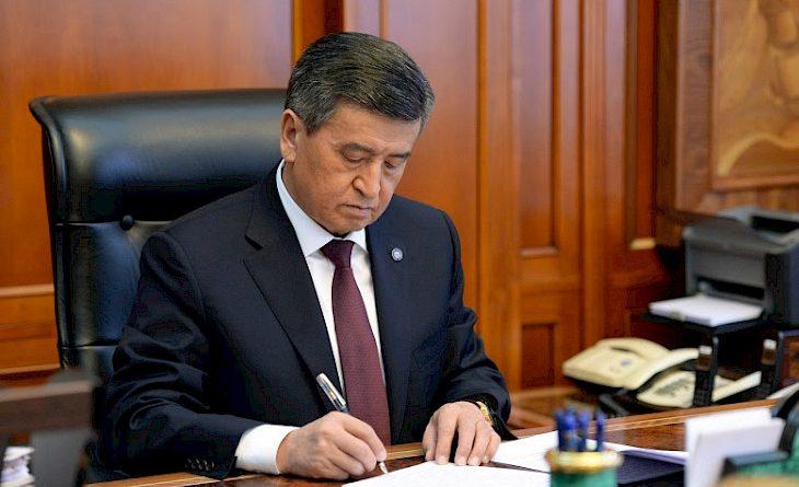 Сооронбай Жээнбеков принял отставку Панкратова и Мурашева