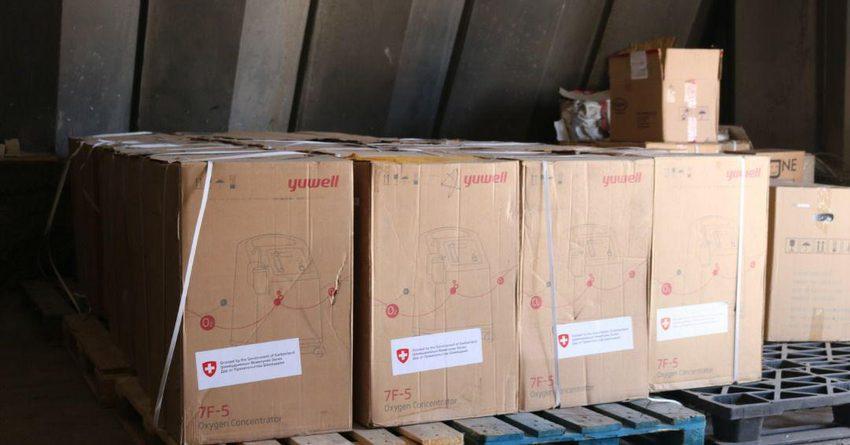 Минздраву КР передали концентраторы кислорода на 2 млн сомов