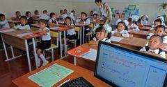 Почти полмиллиарда сомов выделили школам КР на закупку учебников, мебели и компьютеров в 2017 году