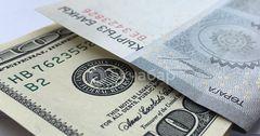 Доллар упал до 68.55 сома на межбанковском валютном рынке