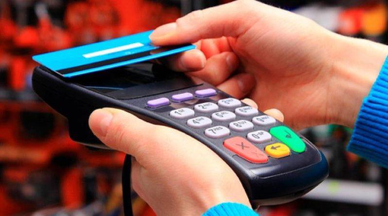 Кыргызстанцы стали оплачивать покупки через карты на 60% больше