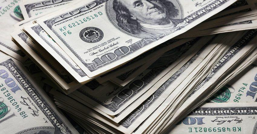 Нацбанк вышел с интервенцией — продал $17.1 млн