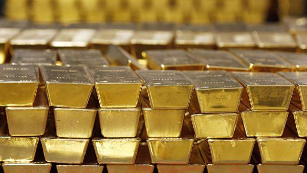 Золотая лихорадка: российский Центробанк спешно скупает золото