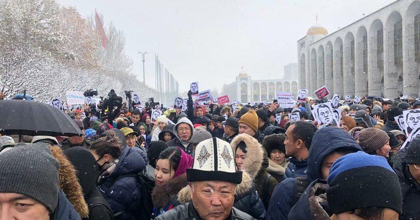 В Бишкеке прошел мирный митинг против коррупции