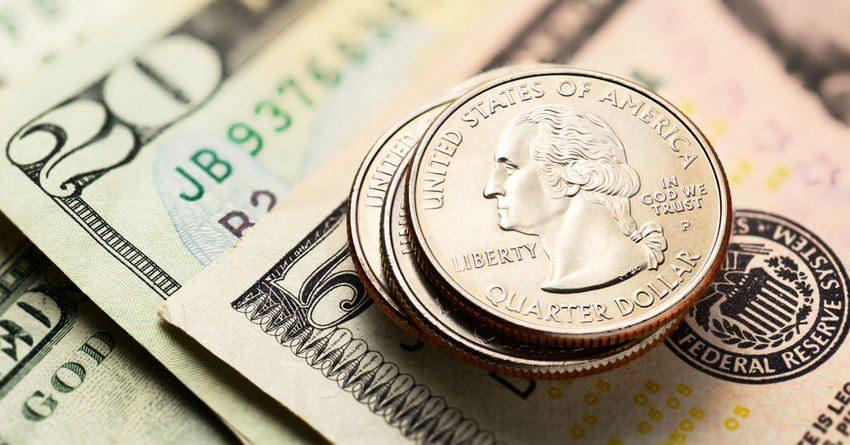 В июле Нацбанк потратил на сдерживание курса доллара $3.8 млн