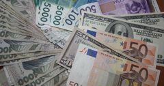 В некоторых комбанках доллар поднялся до 81 сома