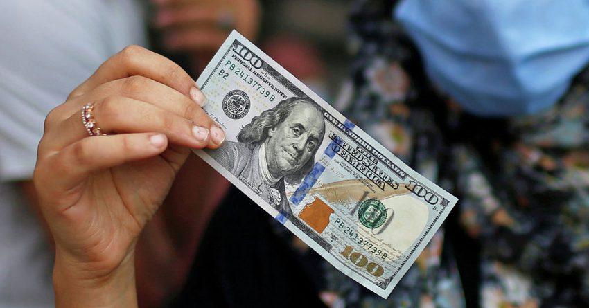 В комбанках и обменках доллар уже продают по 81 сому